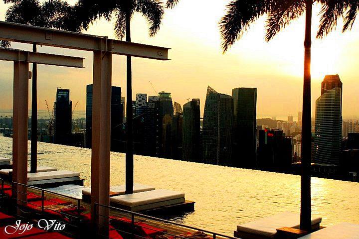 the infinity pool at Marina Bay Sands Sky Park